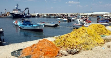 Fischernetze-im-Hafen in Kallithea